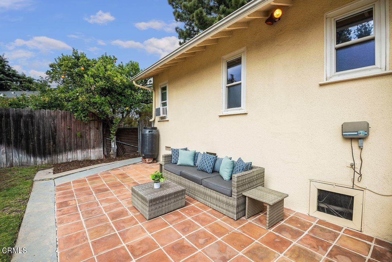 29. Single Family Homes for Sale at 4415 Maryland Avenue Glendale, California 91214 United States