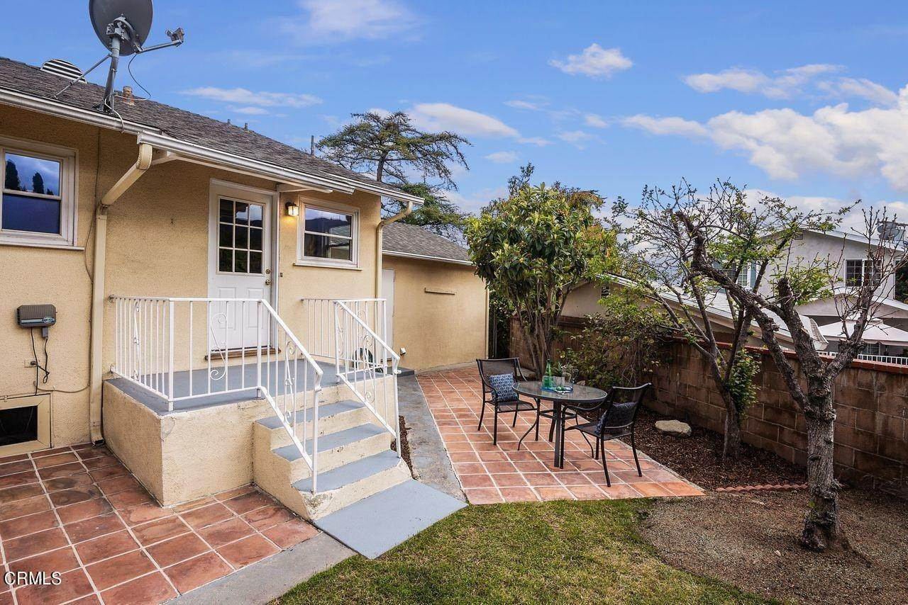 32. Single Family Homes for Sale at 4415 Maryland Avenue Glendale, California 91214 United States