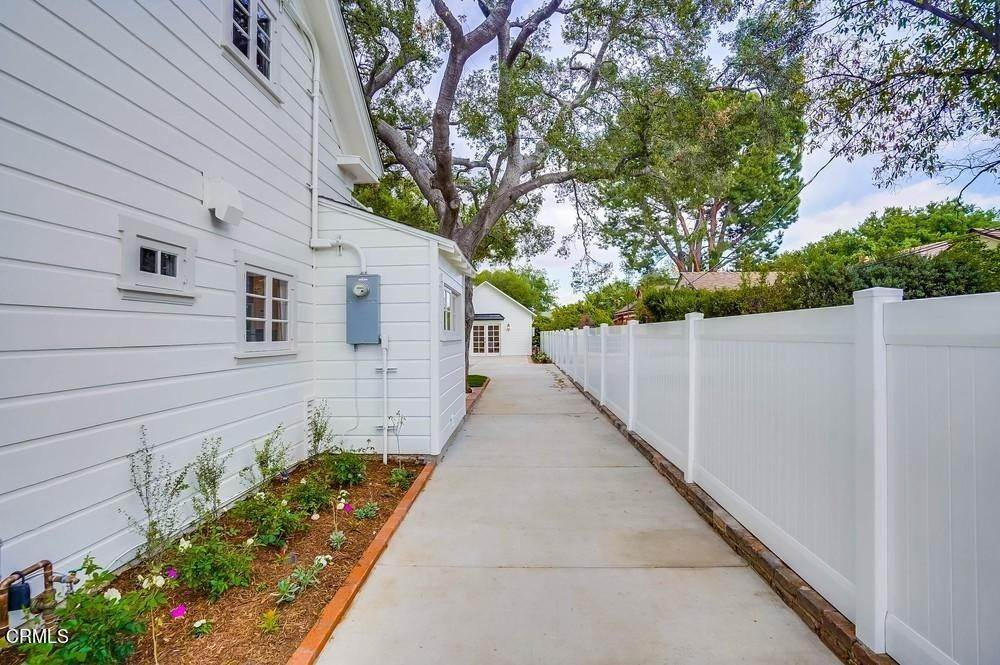 39. Single Family Homes for Sale at 180 South Michillinda Avenue Sierra Madre, California 91024 United States