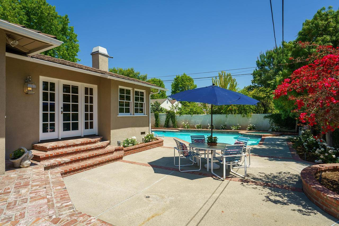 40. Single Family Homes for Sale at 1310 Blackstone Road San Marino, California 91108 United States
