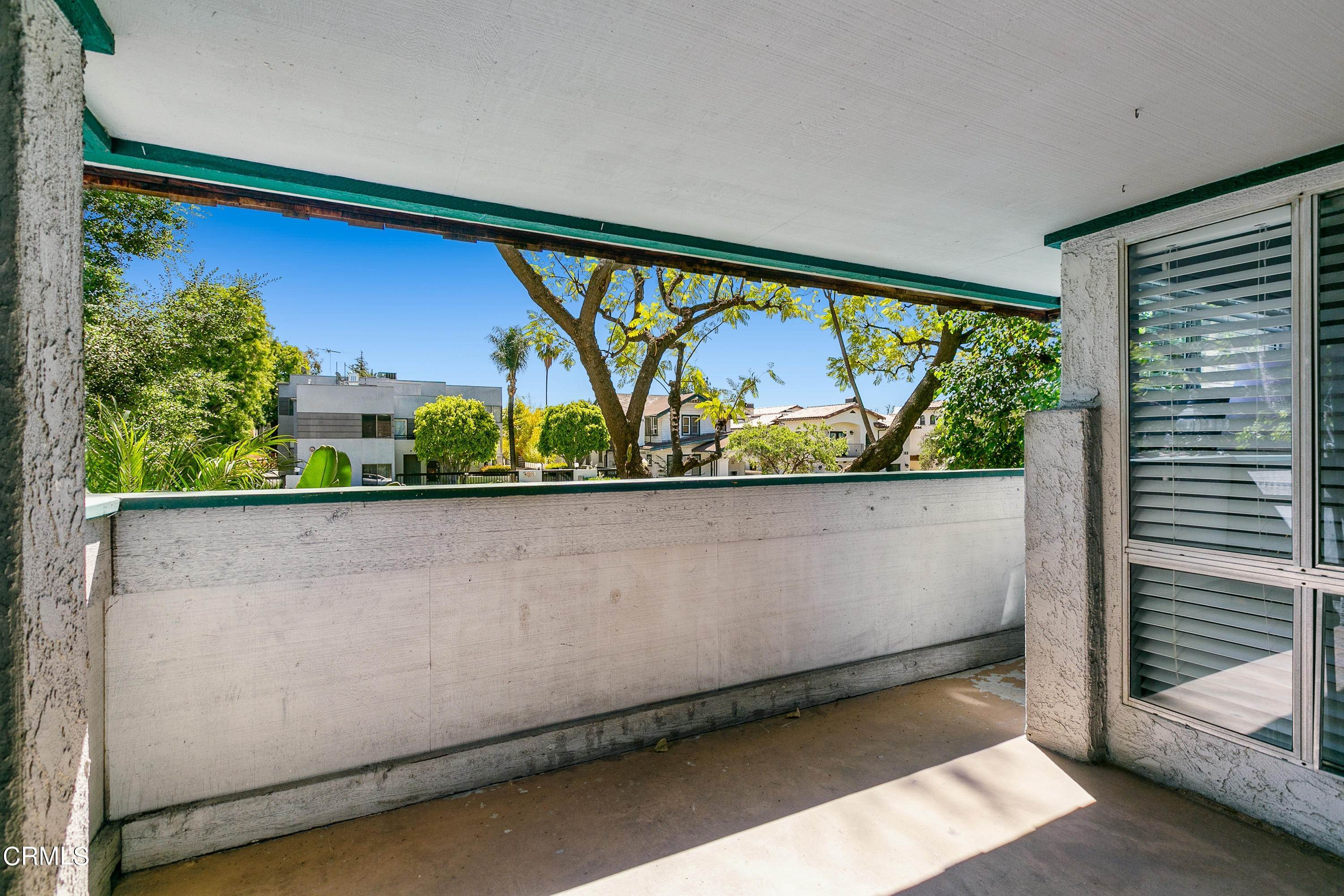 14. Condominiums for Sale at 355 South Los Robles Avenue 101 #101 355 South Los Robles Avenue 101 Pasadena, California 91101 United States