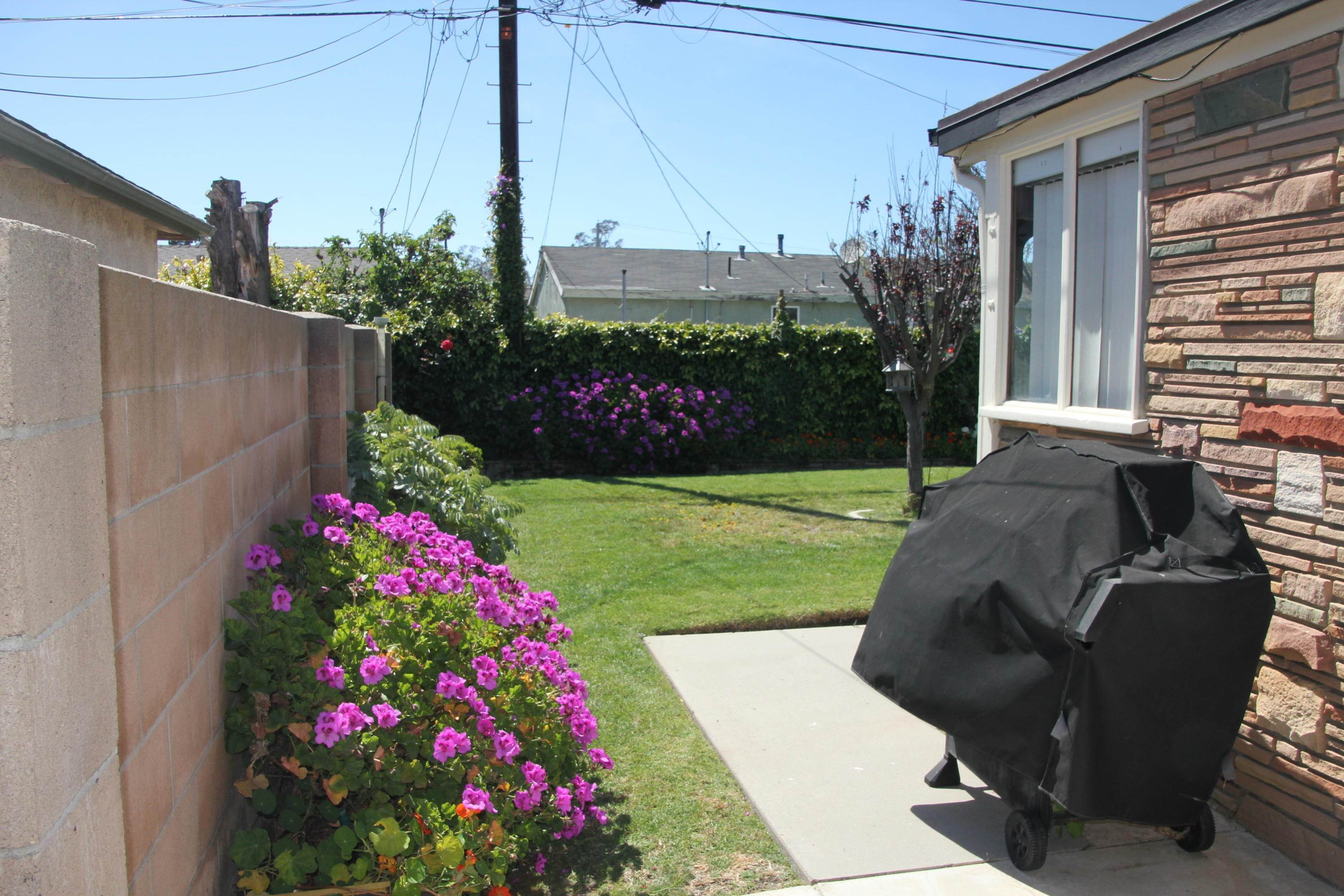 30. Single Family Homes for Sale at 1225 North 6th Place Port Hueneme, California 93041 United States