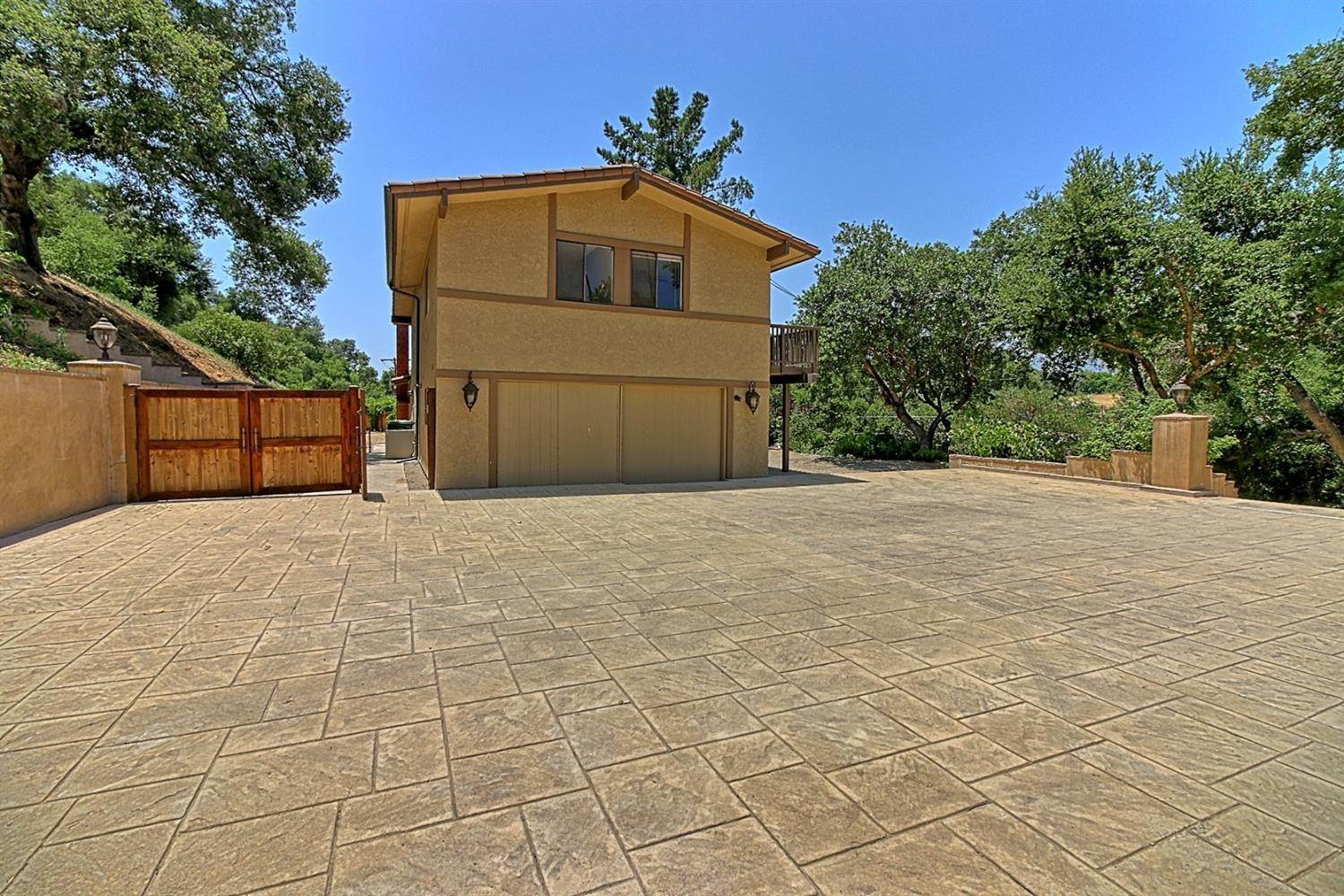 26. Residential for Sale at 2100 Valley Meadow Drive Oak View, California 93022 United States