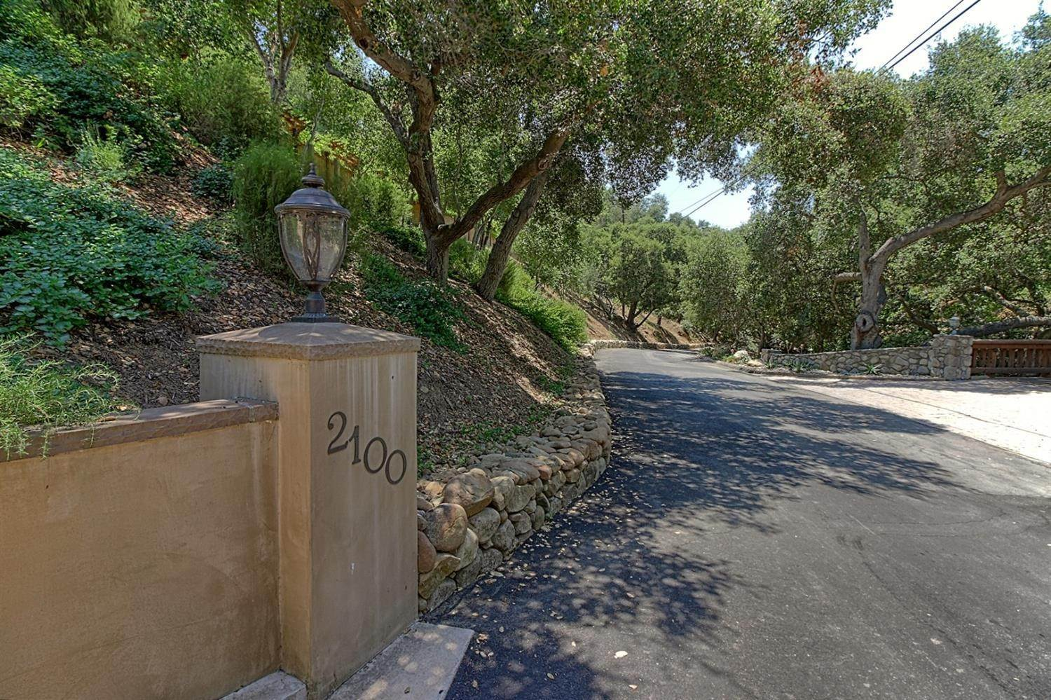 34. Residential for Sale at 2100 Valley Meadow Drive Oak View, California 93022 United States