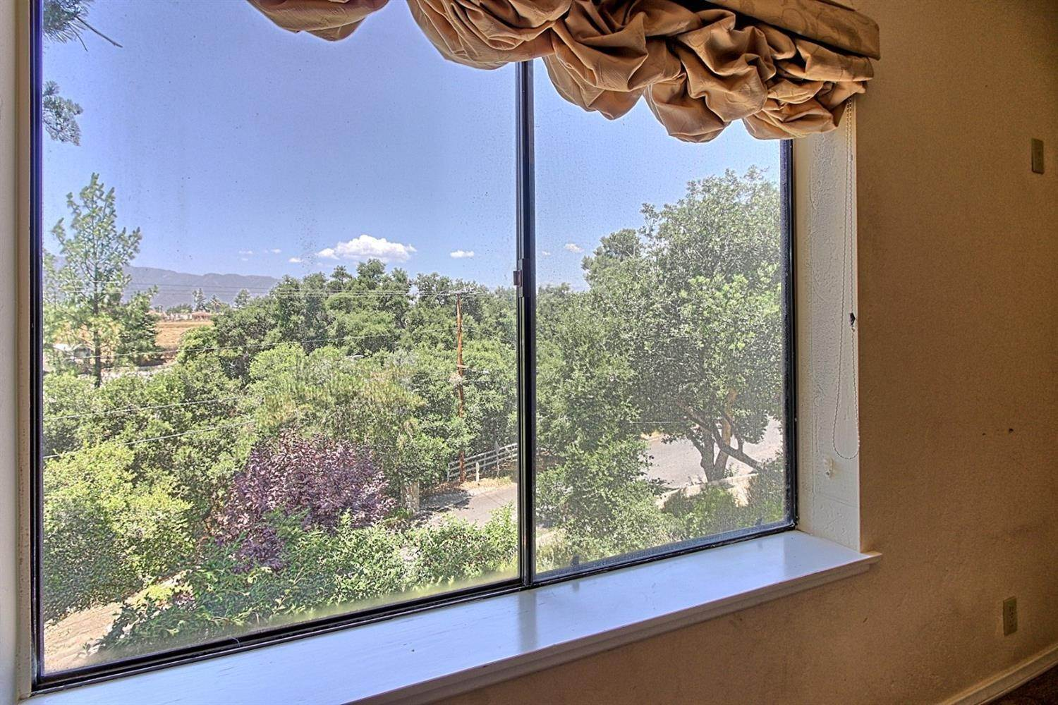 14. Residential for Sale at 2100 Valley Meadow Drive Oak View, California 93022 United States