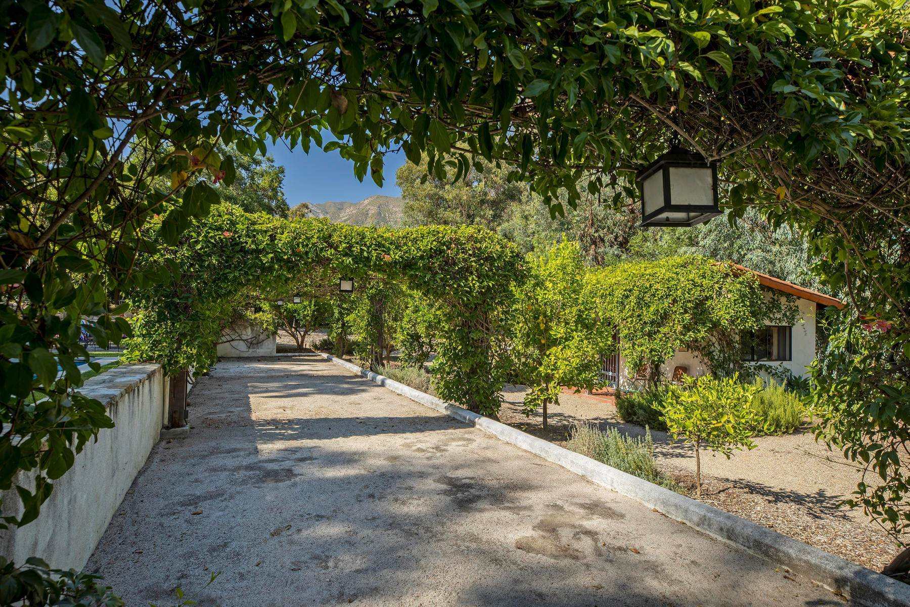16. Single Family Homes for Sale at Iconic Paul Williams Design 906 Foothill Road Ojai, California 93023 United States
