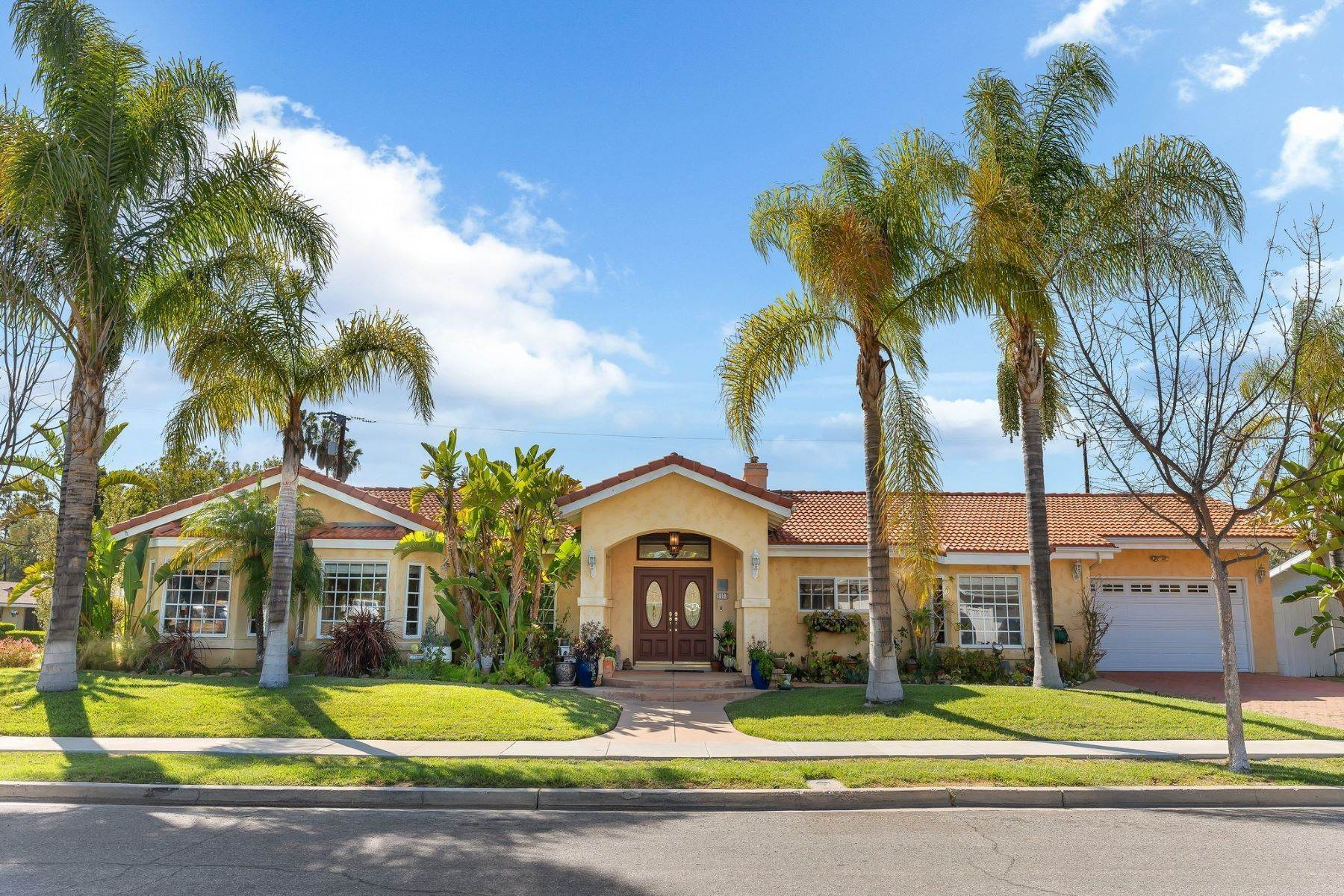 Single Family Homes por un Venta en 1117 Roxbury Place Thousand Oaks, California 91360 Estados Unidos
