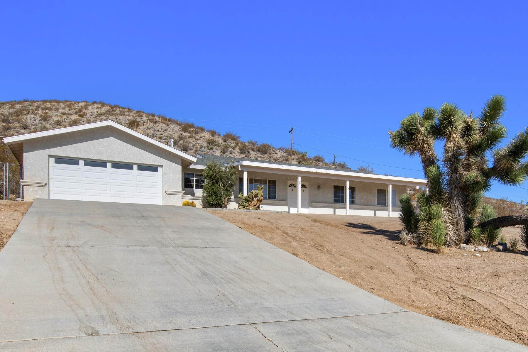 Single Family Homes 为 销售 在 Sky Harbor Ranch with Views 8254 Balsa Avenue Yucca Valley, 加利福尼亚州 92284 美国