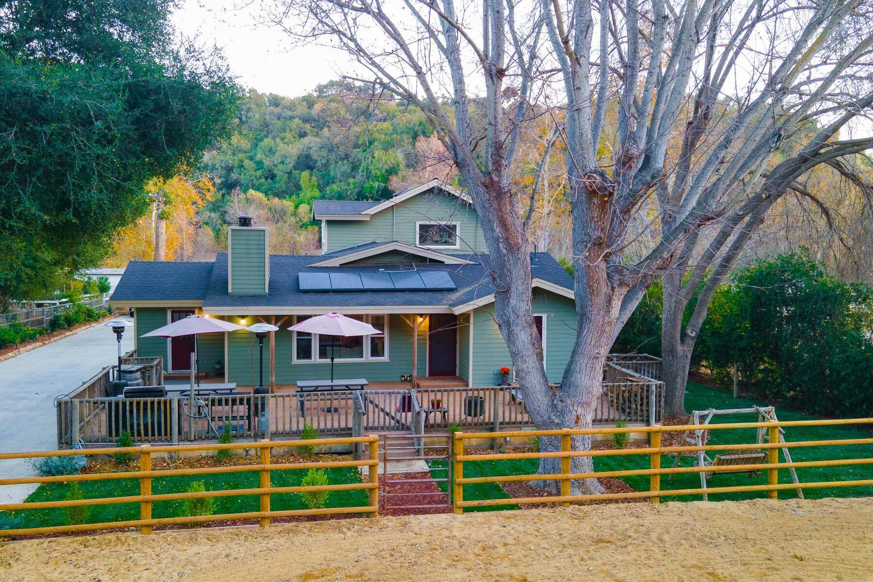 Single Family Homes por un Venta en Spacious Country Home 9972 Creek Road Oak View, California 93022 Estados Unidos