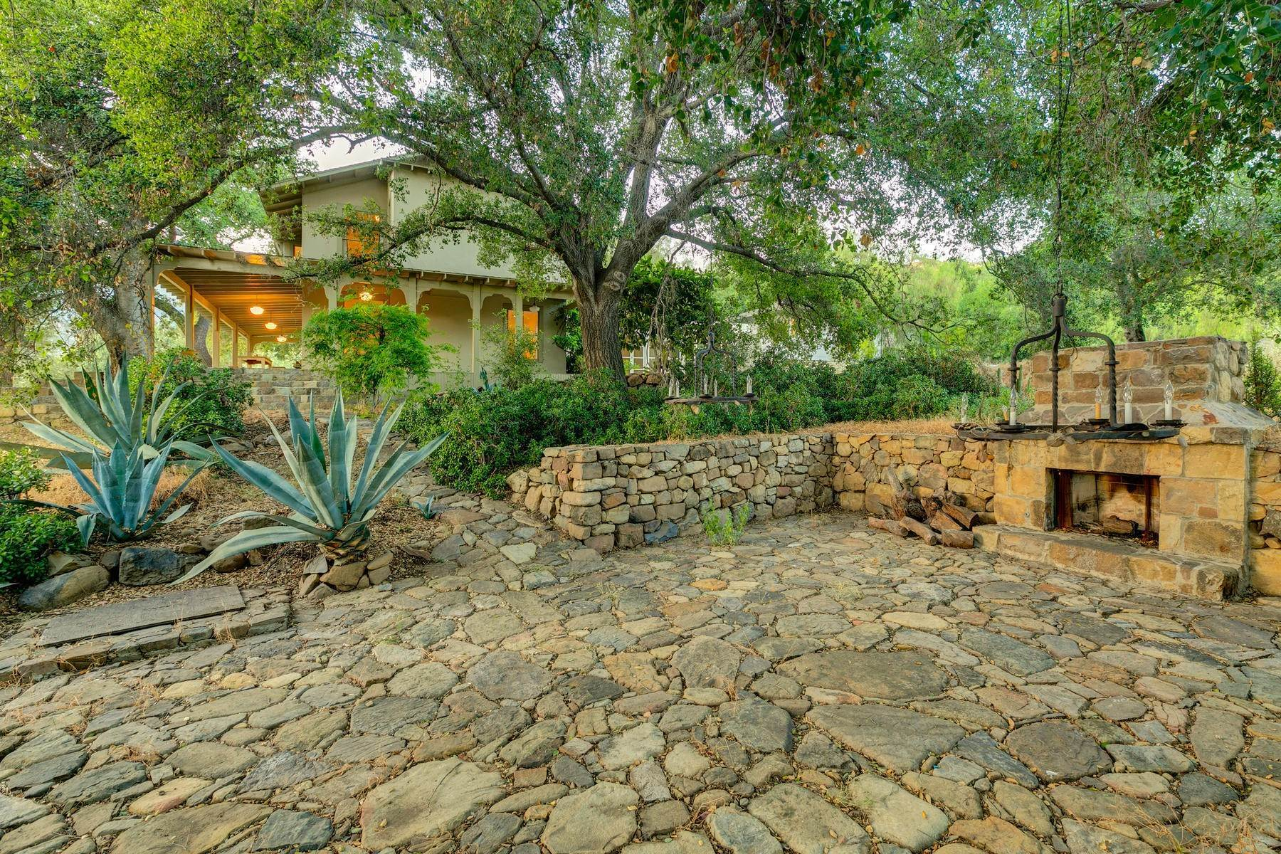 13. Single Family Homes for Sale at 4424 Thacher Road Ojai, California 93023 United States