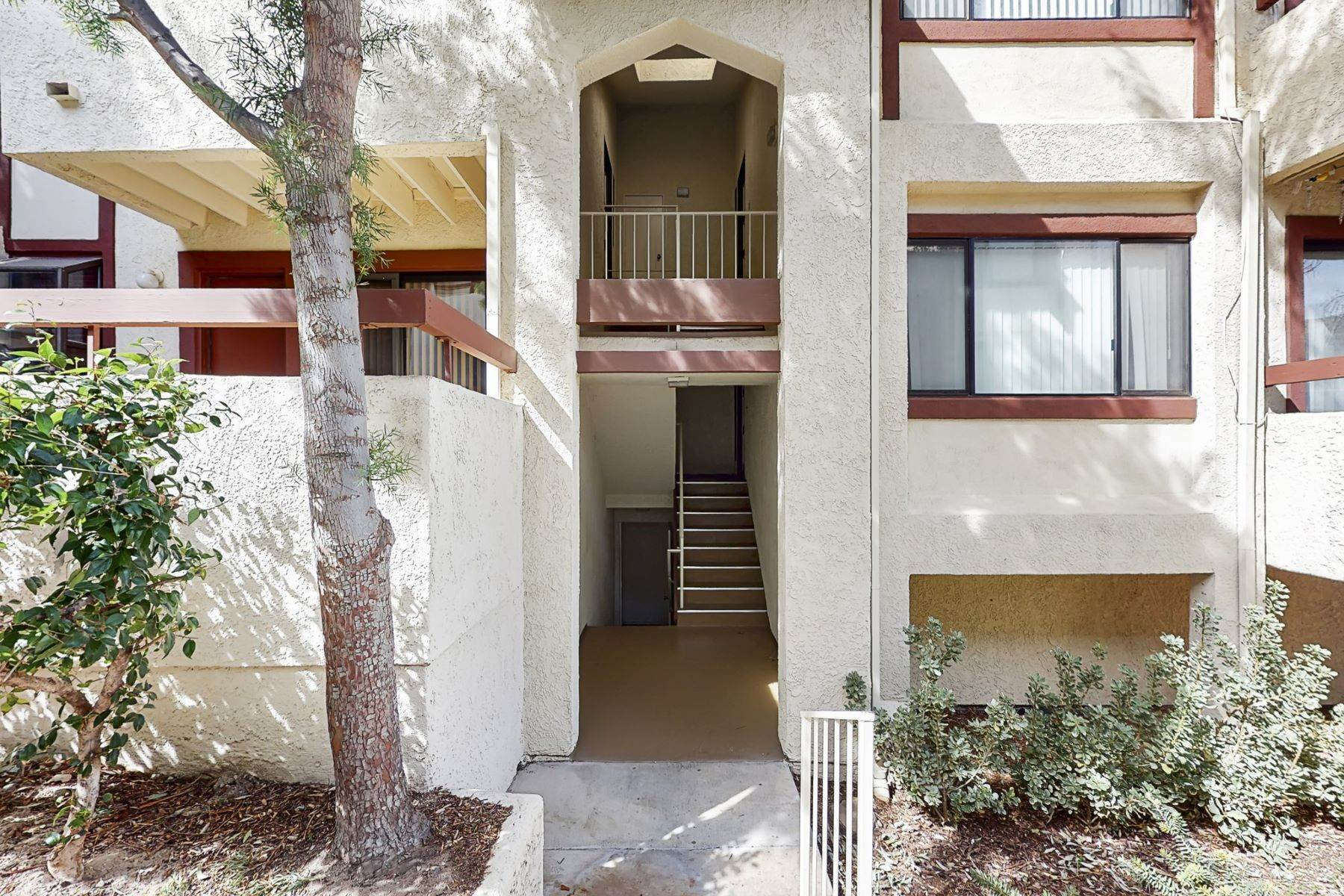 townhouses for Sale at 28031 Sarabande Lane #128 Canyon Country, California 91387 United States