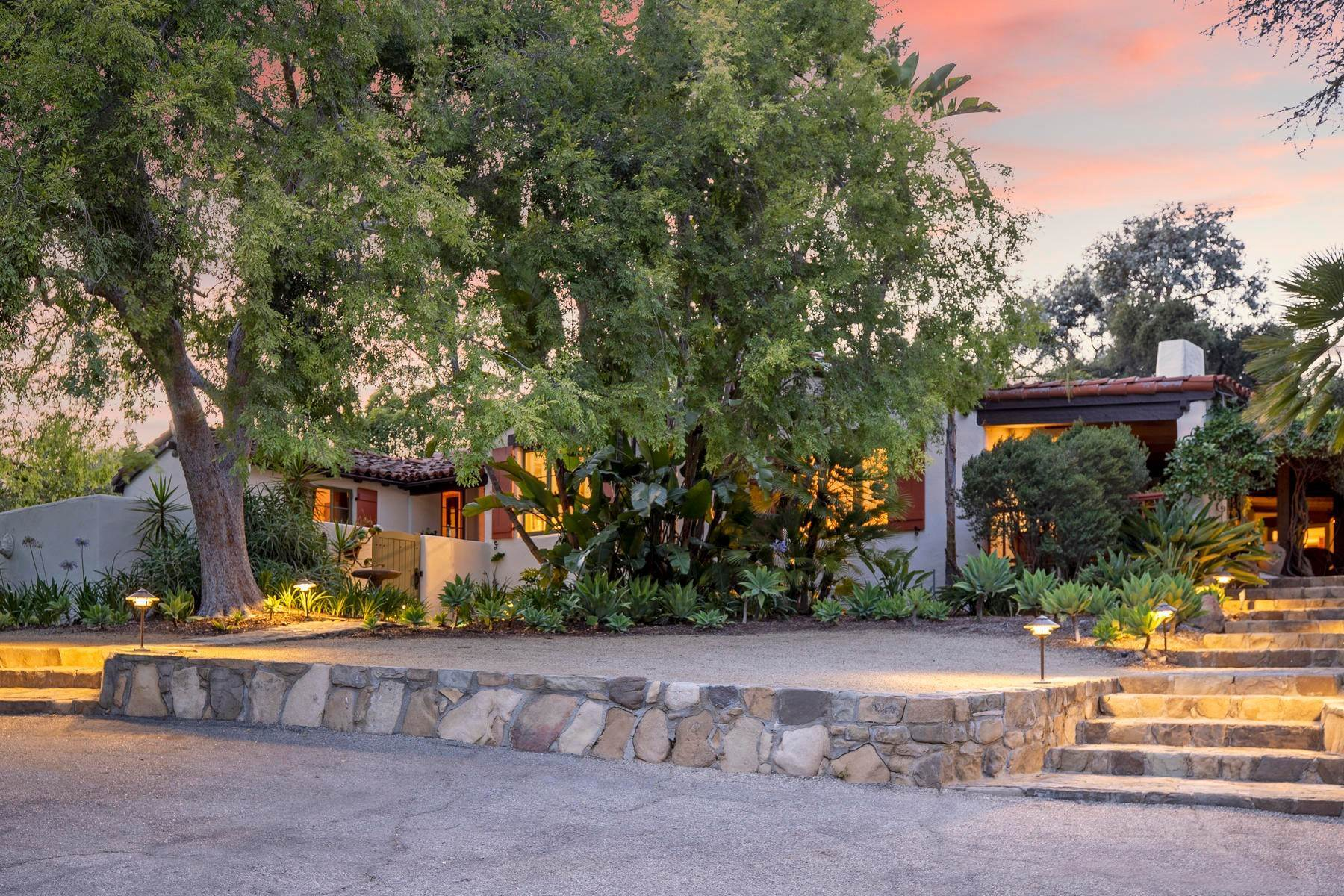 2. Single Family Homes for Sale at Iconic Paul Williams Design 906 Foothill Road Ojai, California 93023 United States