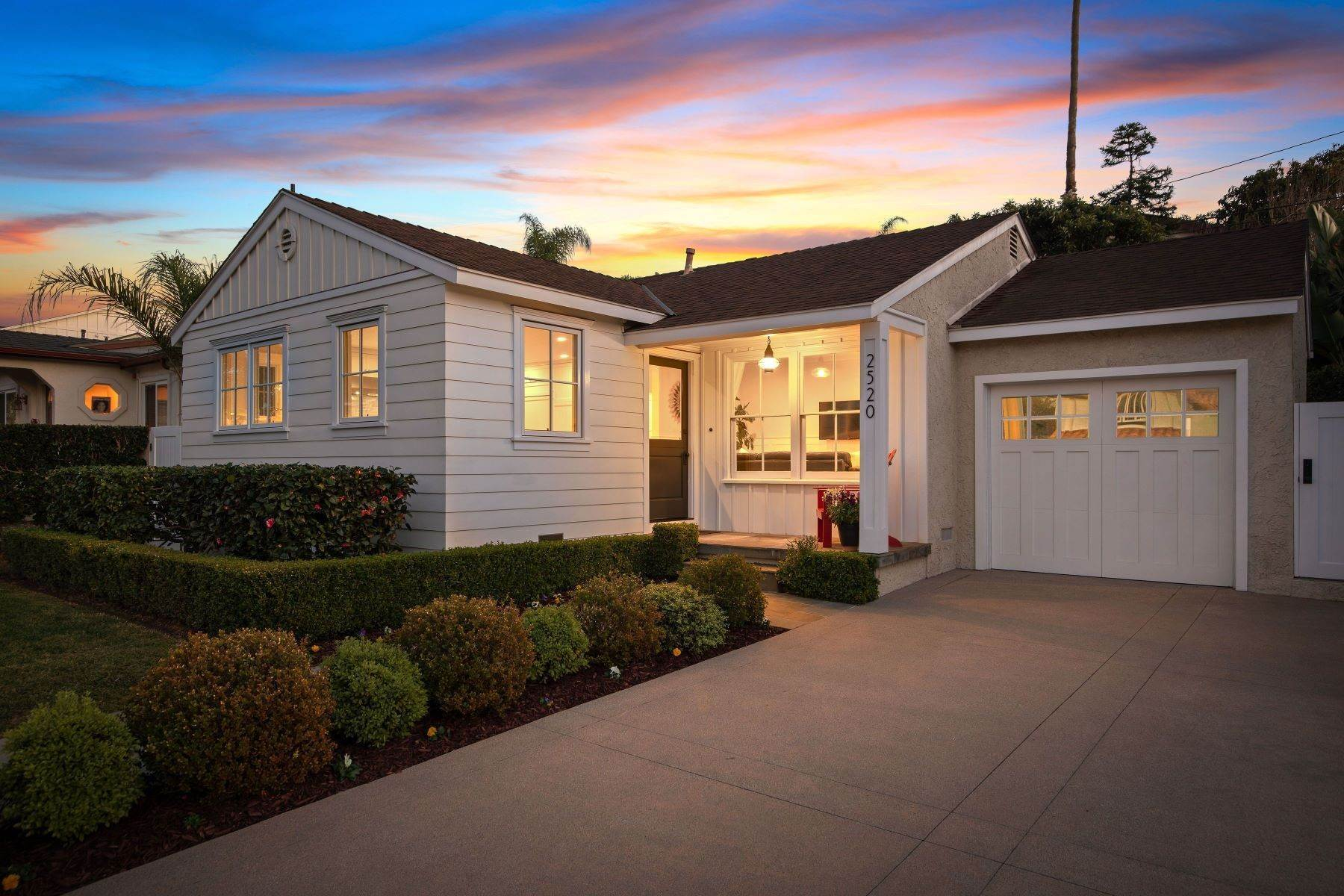 Single Family Homes for Sale at 2520 Alvord Lane, Redondo Beach, CA 90278 2520 Alvord Lane Redondo Beach, California 90278 United States