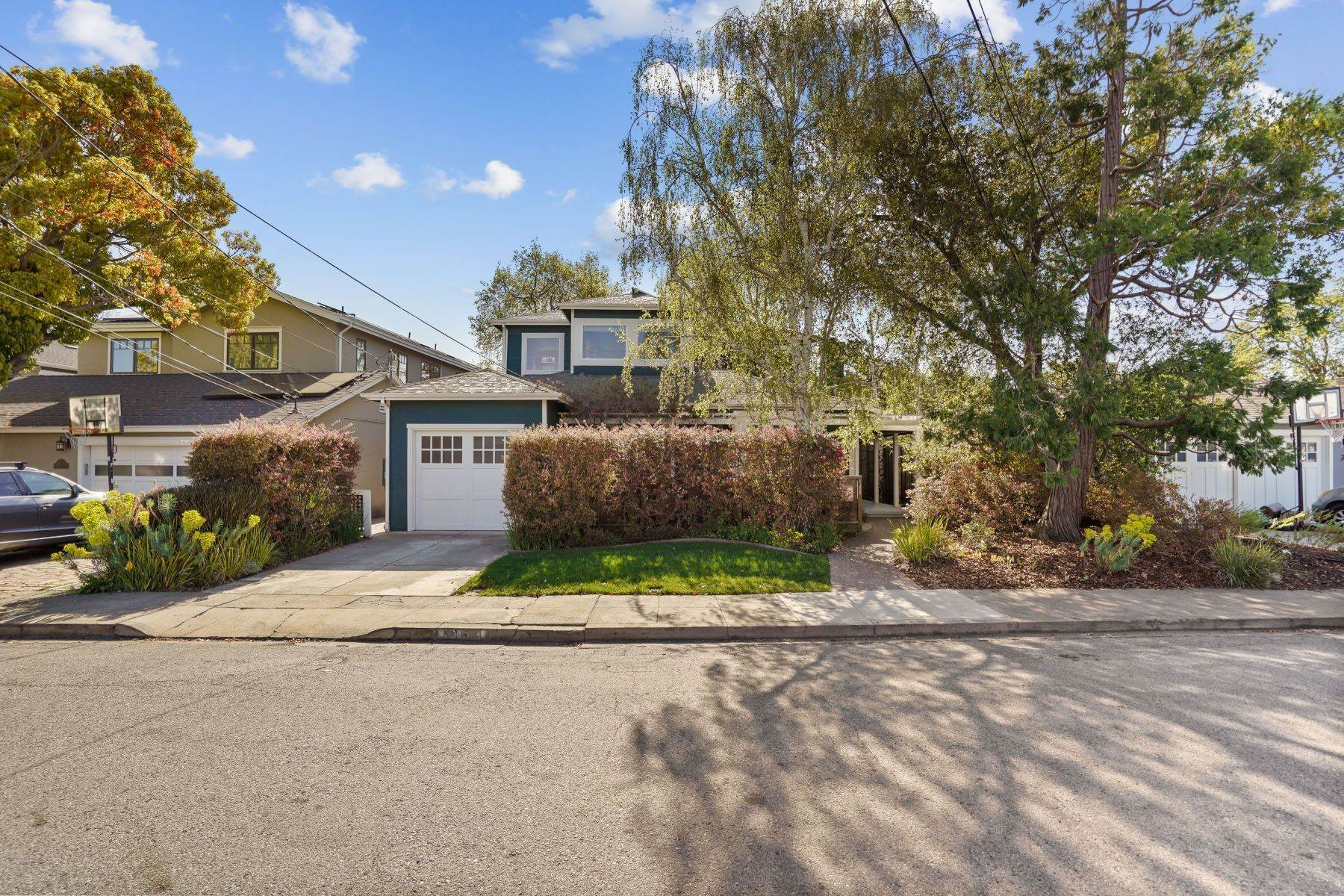 Single Family Homes por un Venta en Lively and Artistic in San Carlos 165 Park Avenue San Carlos, California 94070 Estados Unidos