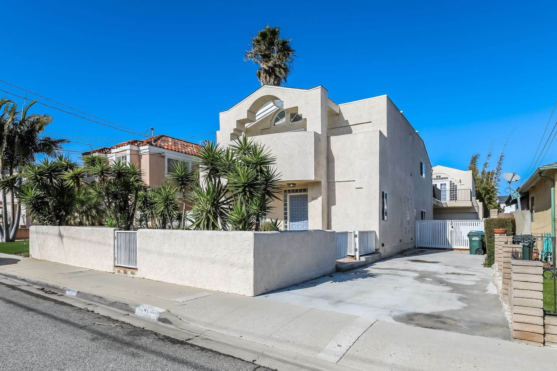 Single Family Homes for Sale at 2121 Plant Avenue, Redondo Beach, CA 90278 2121 Plant Avenue Redondo Beach, California 90278 United States