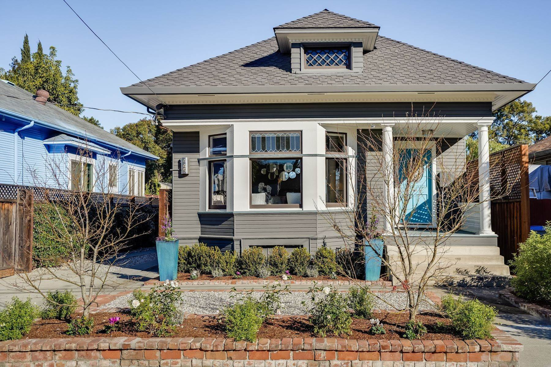Single Family Homes 为 销售 在 Sophisticated Willow Glen Victorian 445 Hull Avenue 圣何塞, 加利福尼亚州 95125 美国