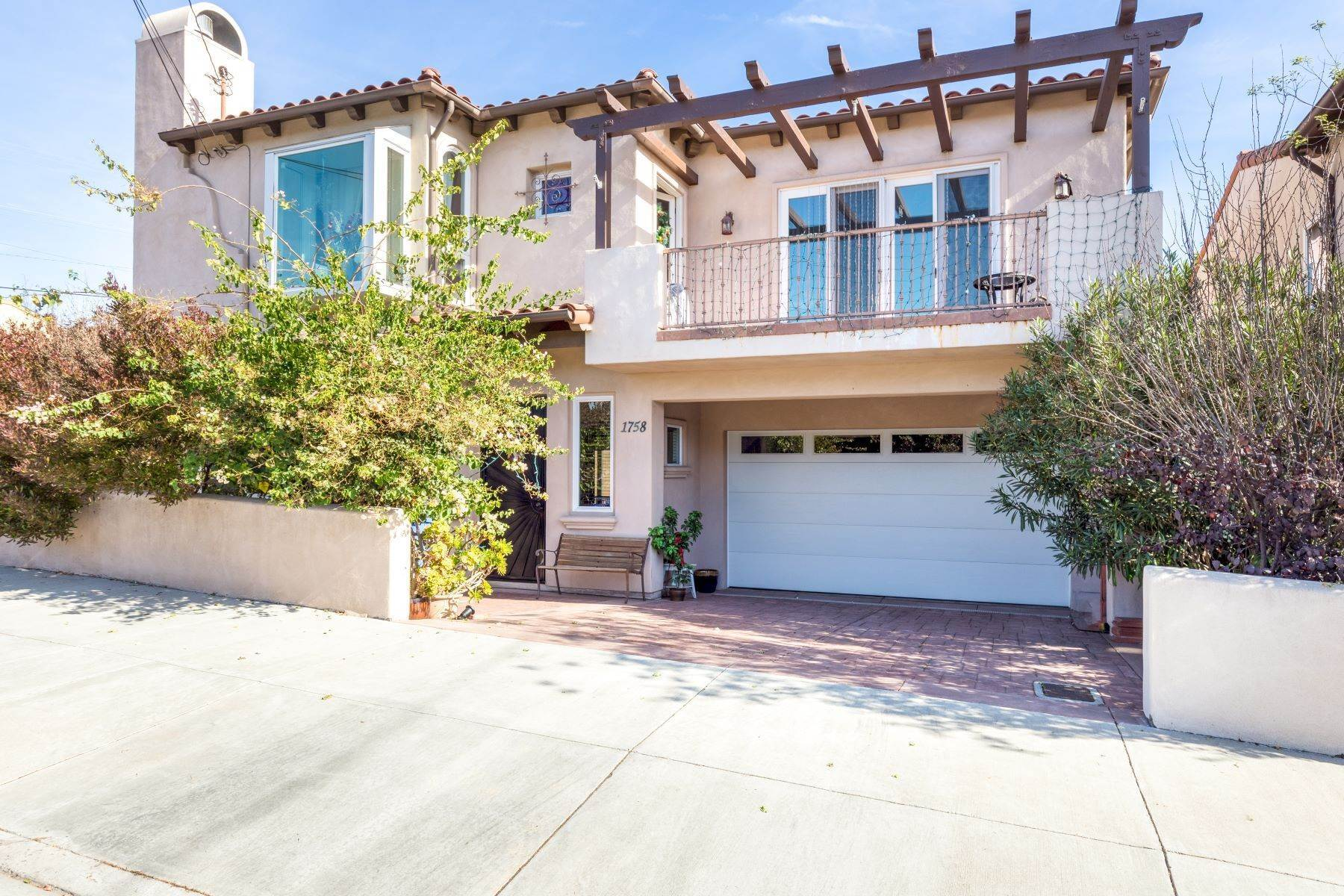 Single Family Homes for Sale at 1758 Ford Avenue, Redondo Beach, CA 90278 1758 Ford Avenue Redondo Beach, California 90278 United States