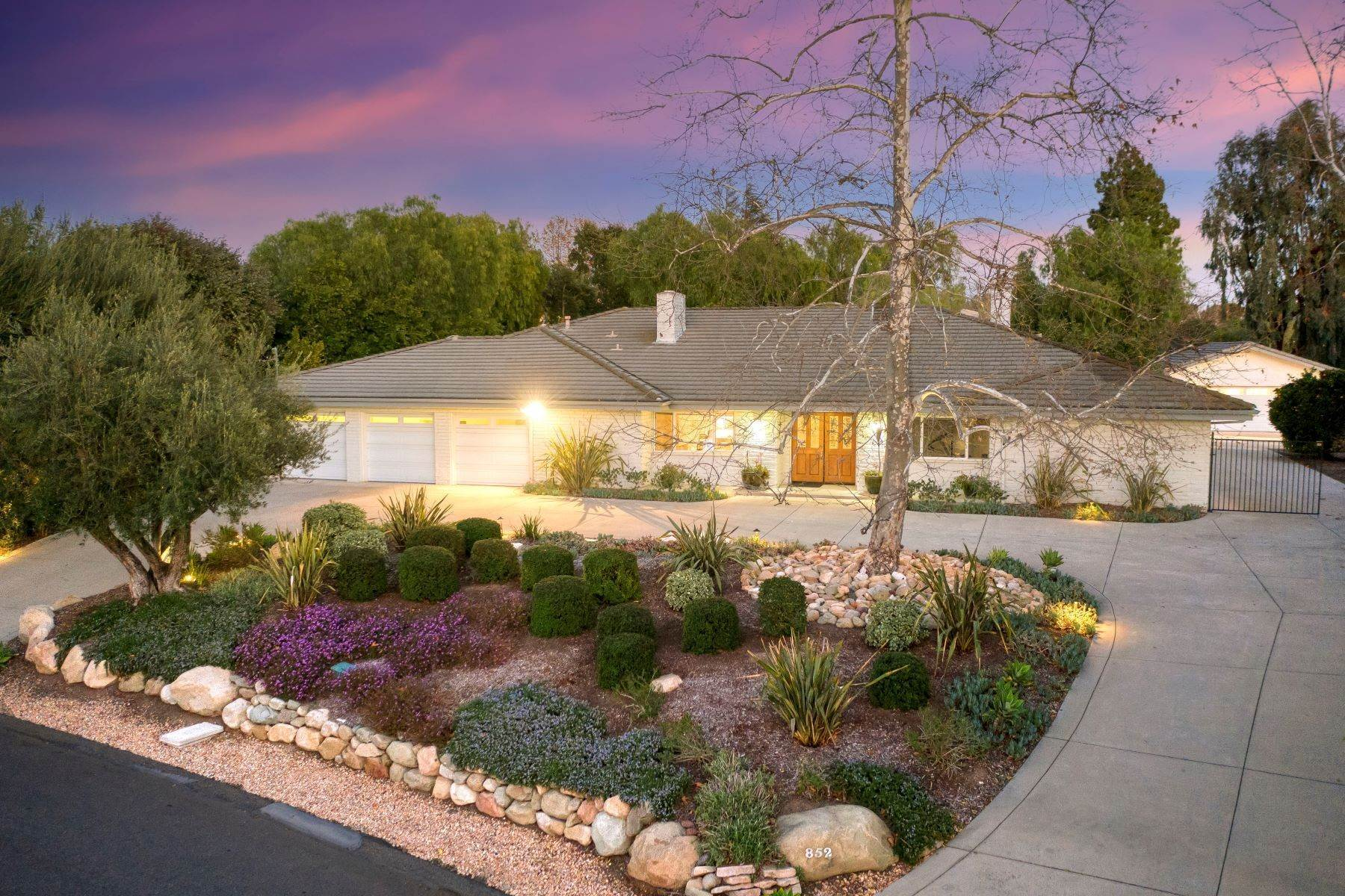 Single Family Homes for Sale at Single Story Lynn Ranch on 3/4 Acre 852 Camino El Carrizo Thousand Oaks, California 91360 United States