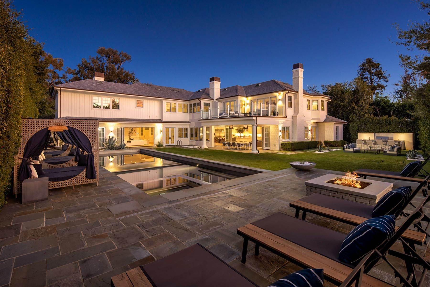 Single Family Homes por un Venta en Hamptons-Inspired Estate 687 Amalfi Drive Pacific Palisades, California 90272 Estados Unidos