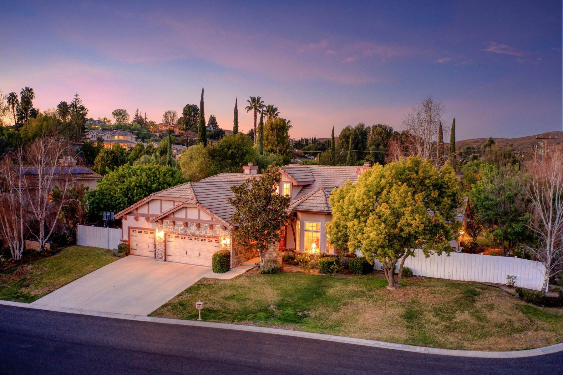 Single Family Homes for Sale at Single-Story Entertainers Home 805 Paseo Del Robledo Thousand Oaks, California 91360 United States