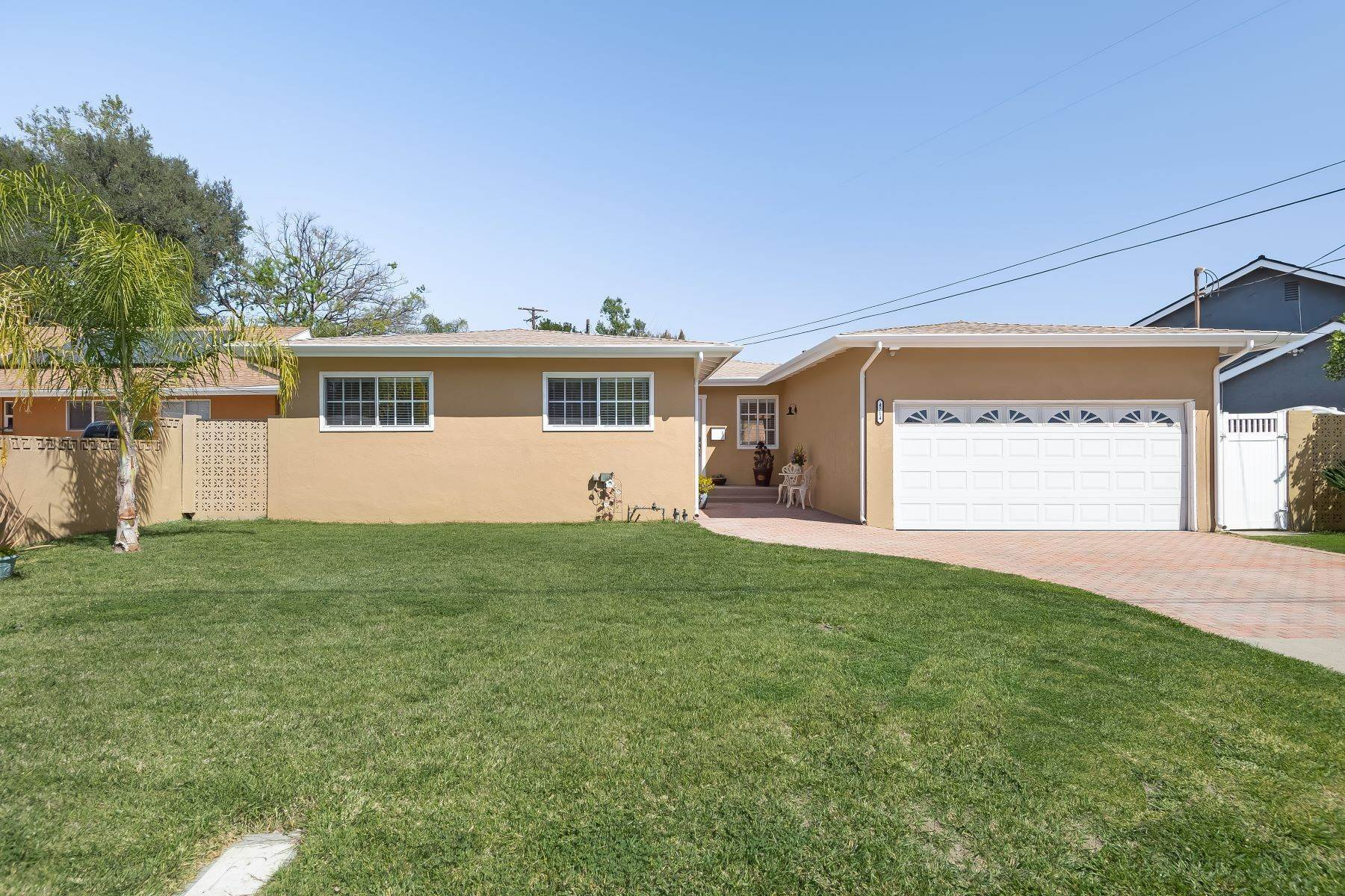 Single Family Homes por un Venta en 4714 Laurelgrove Avenue Valley Village, California 91607 Estados Unidos
