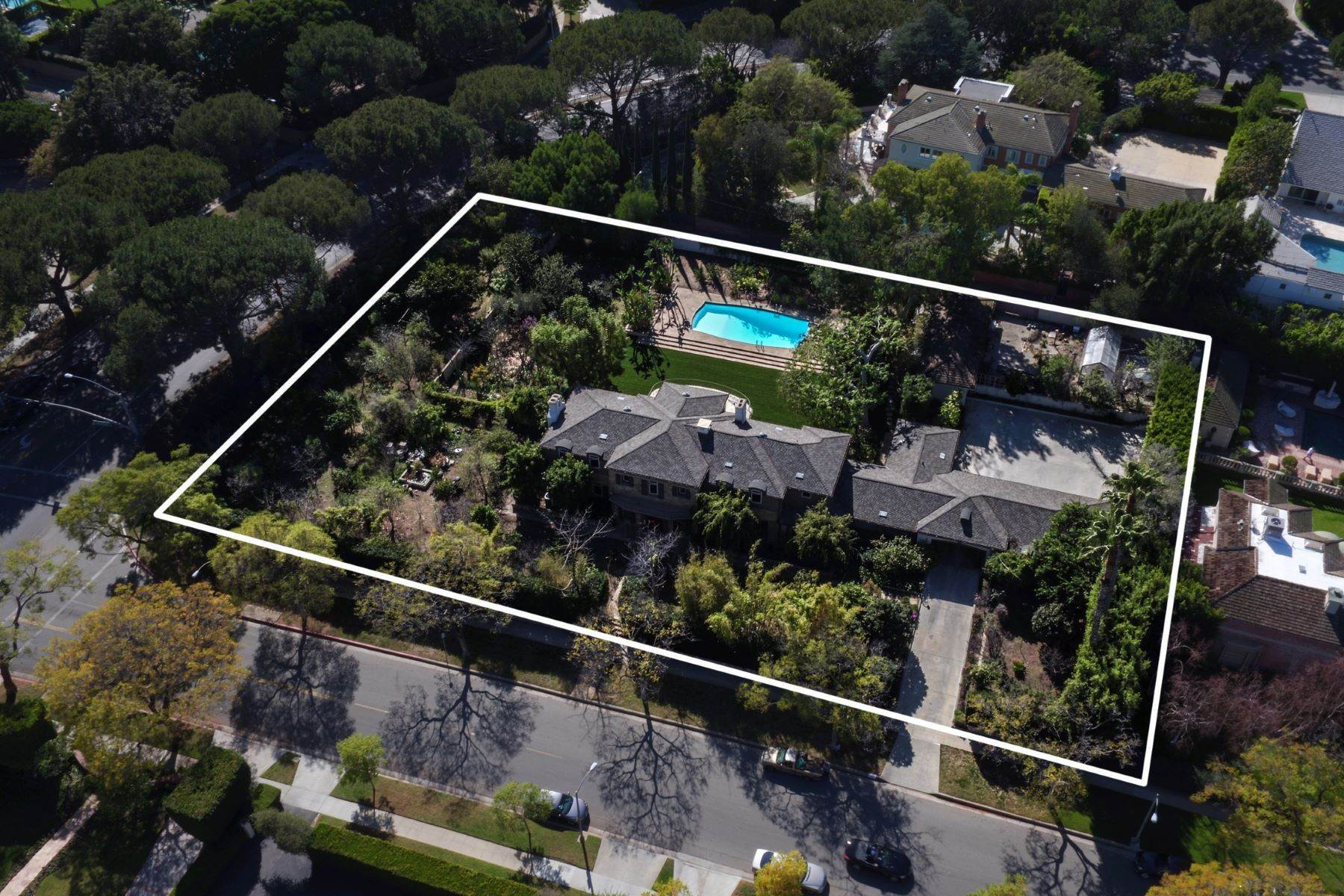 Single Family Homes for Sale at 901 North Whittier Drive Beverly Hills, California 90210 United States