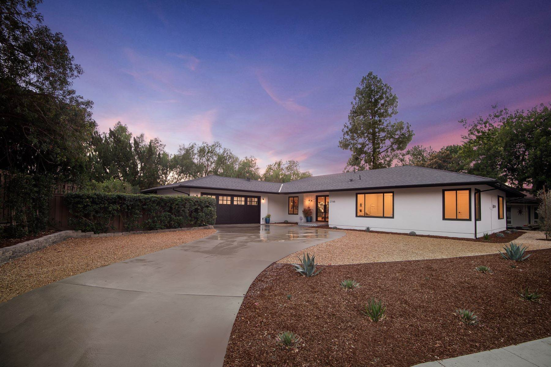 Single Family Homes for Sale at Chic and Contemporary 2166 La Granada Drive Thousand Oaks, California 91362 United States