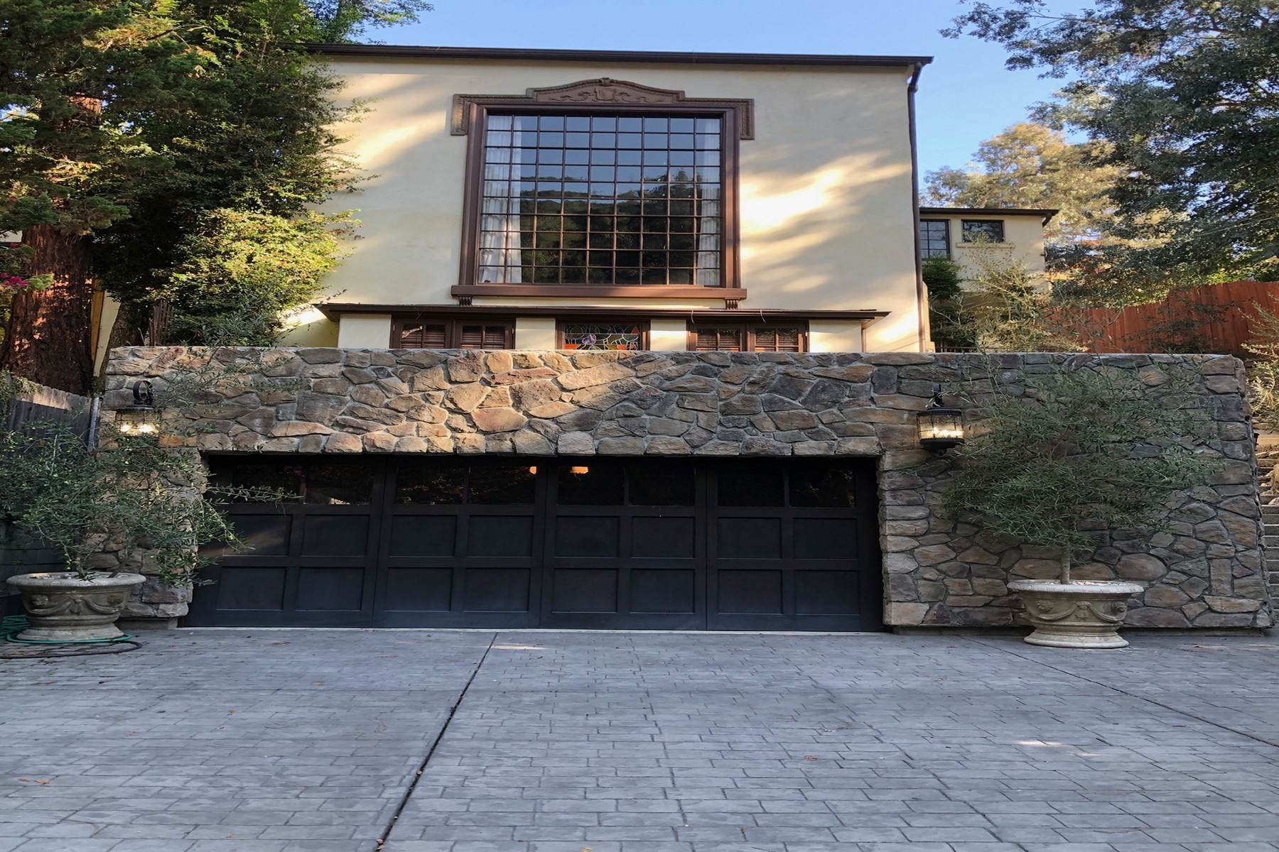 Single Family Homes 在 8249 Lookout Mountain Avenue 洛杉矶, 加利福尼亚州 90046 美国
